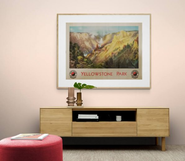 Yellowstone_Park_Living_room_cabinet_with_glass_vases_and_plant